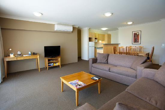 APX Apartments Parramatta: Lounge Room