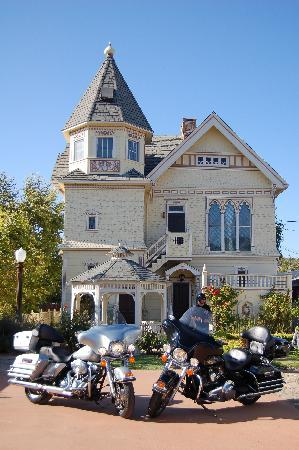 The Victorian Mansion at Los Alamos: our bikes in front of the Vic