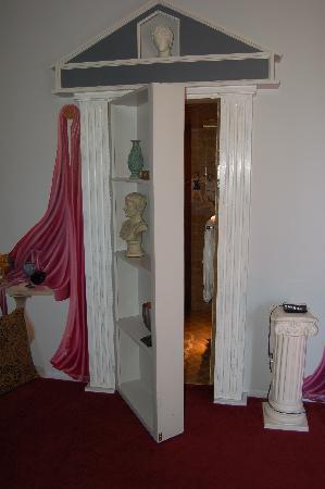 The Victorian Mansion at Los Alamos: the hidden roma bathroom