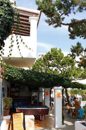 Benet Los Pinares: Ingang complex