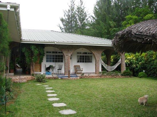 Villa Gaiarda: Giardino su cui affacciano le camere