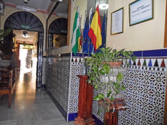 Hostal Virgen del Rocio: Hall of hotel