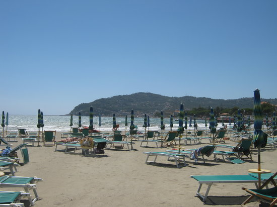 San Bartolomeo al Mare, Italia: Spiaggia verso il mare aperto
