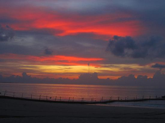 Kantary Beach Hotel Villas & Suites Khao Lak: Sunset