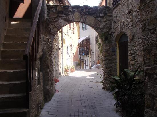 Borgata Castello: Vicoletto a Chiusanico
