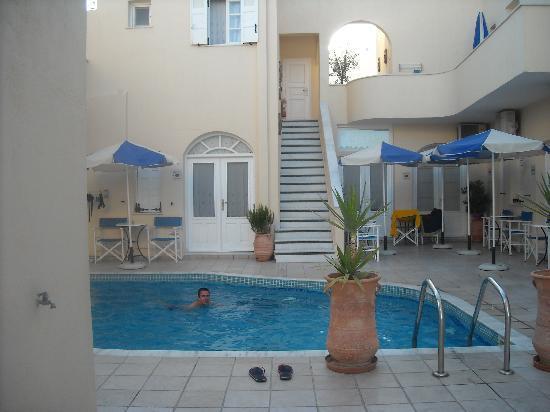 Reverie Santorini Hotel: Piscina