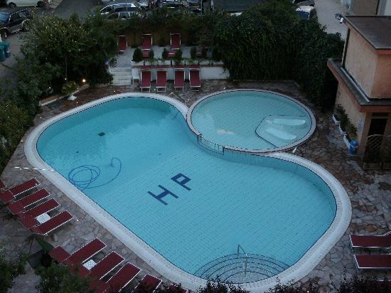 Piscina vista dalla camera foto di hotel piccadilly jesolo tripadvisor - Hotel piscina in camera ...