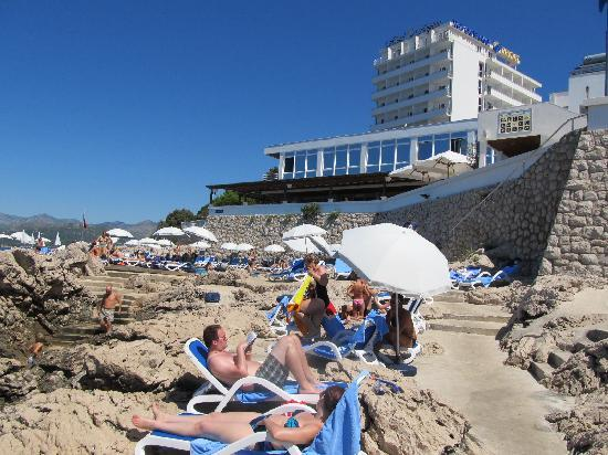 Neptun Hotel: Hotel from beach area