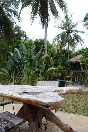 Phalarn Inn: Surrounding the pool