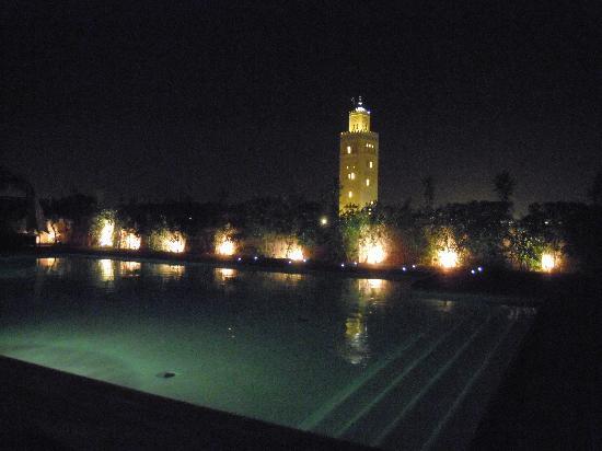 Les Jardins de La Koutoubia : 2 piscina dell'hotel sulla terrazza con vista della moschea della Koutubia