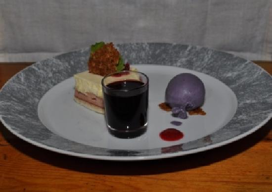 Restaurant Lappi: Blueberry ice cream dessert
