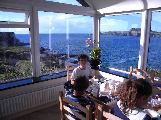 Sandycove House Bed & Breakfast: Breakfast room