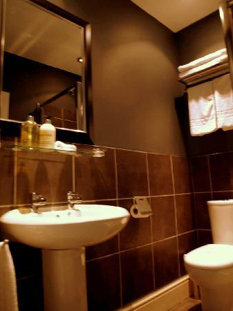 The Crown Country Inn: Bathroom room nr 3