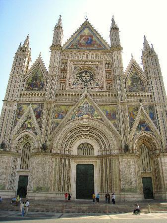 Duomo di Orvieto: 朝の姿