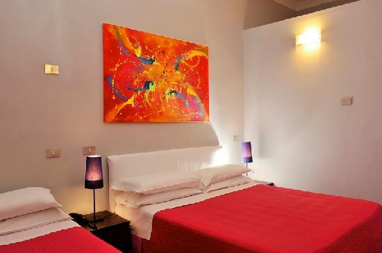 Colors Hotel: Guest room