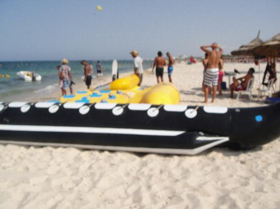 Kantaoui Bay: Water sports on the beach