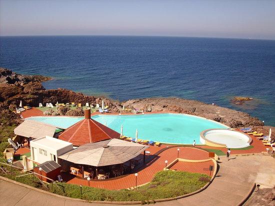 Residence I Ciclopi: la piscina di mare!!!