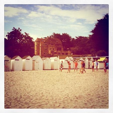 le manoir Dalmore vu de la plage