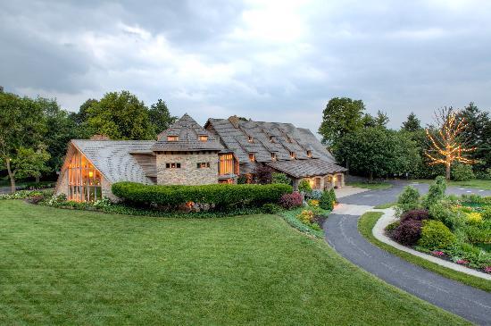 Twin Pine Manor Bed & Breakfast: Twin Pins Manor