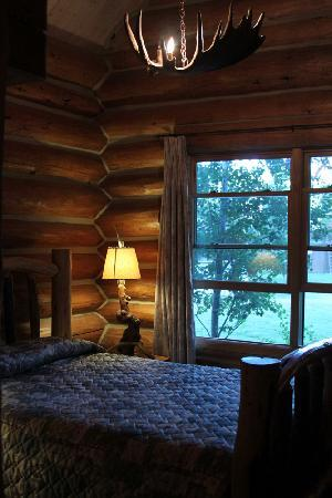 Hatchet Resort: Suite Bedroom