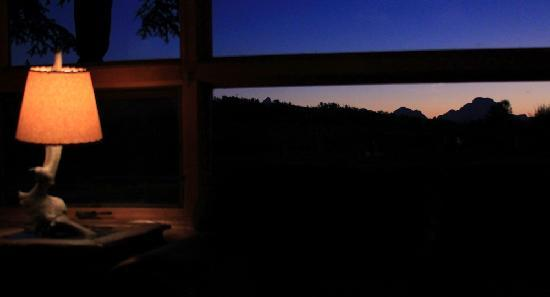Hatchet Resort: Whetstone Restaurant evening view of Grand Tetons