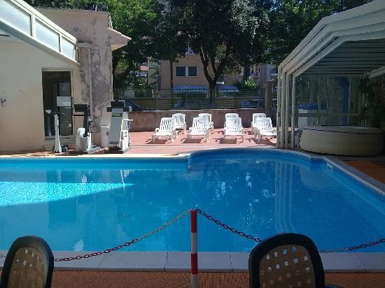 Hotel Rio: e non dimentichiamo la piscina e il fresco giardino
