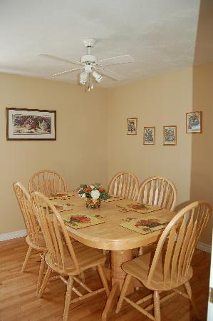 Coverdale Bed & Breakfast: The guest dining room