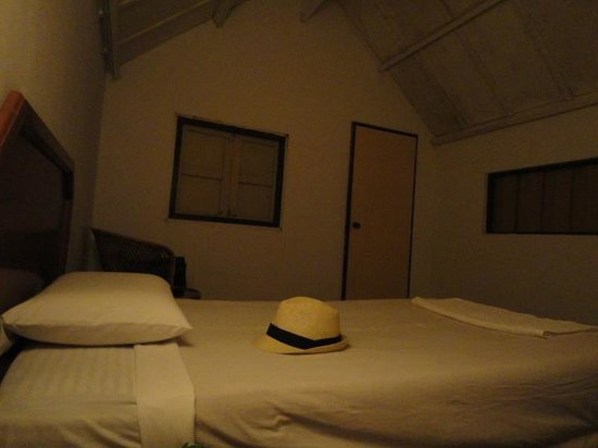 Roach Reefs Resort: Simple but comfortable rooms