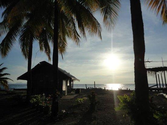 Roach Reefs Resort: Sunrise at the Resort