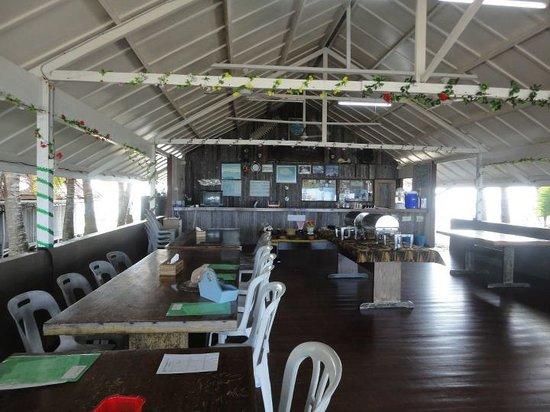 Roach Reefs Resort: Spacious Dining Room