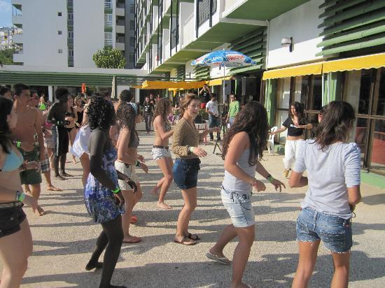 Hotel San Fermin: Clase de baile animación