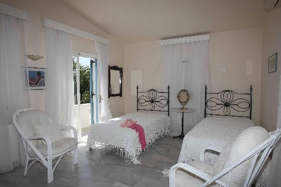 Villa Kallergi - Athena: Athena suite-private balcony