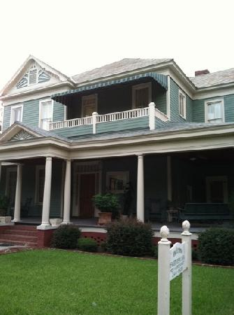 Fairview Inn Bed & Breakfast: Best location in Downtown Valdosta