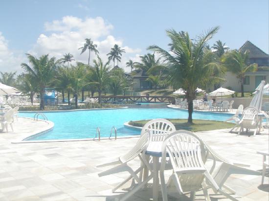 Beach Class Resort Muro Alto: parte da frente da piscina, logo a frente o mar