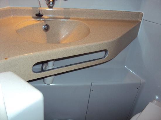 Premiere Classe Mlv - Torcy : lavandino e wc attaccati...