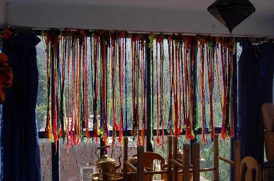 Ourika, Marruecos: Detail van een kleurrijk riad.