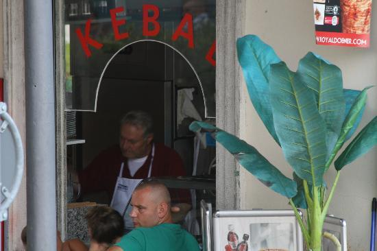 B&B Casello 182: Good kebabs in Paradiso
