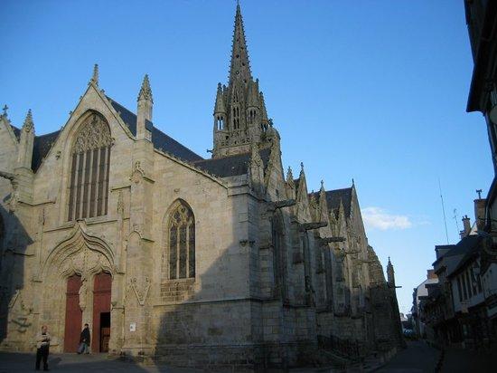 Josselin, Fransa: Basilique Notre Dame du Roncier viewed from front