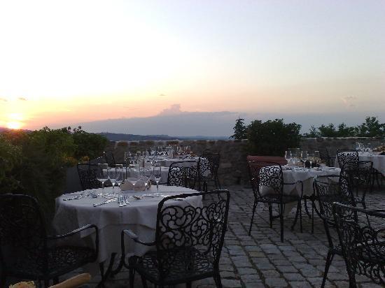 Montescudo, Italien: Terrazza del castello