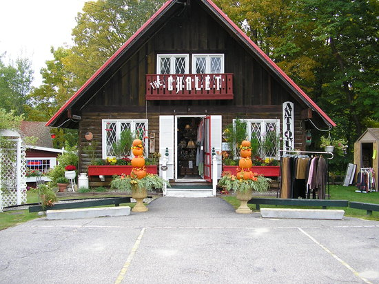 The Chalet Antiques Barn & Museum : Gorgeous for fall