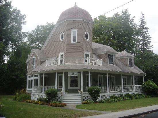 The Turret House Bed & Breakfast : This beautiful home has wonderful architectural features, inside and out.