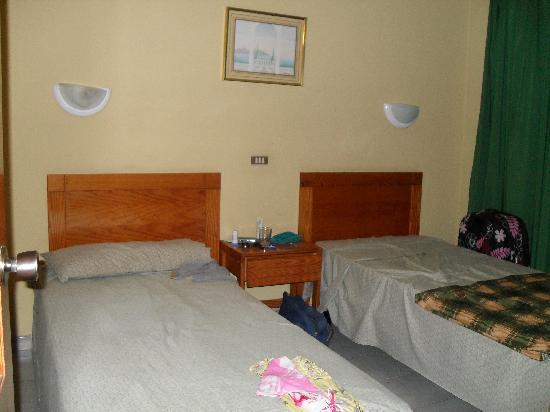 Capri Bungalows: bedroom