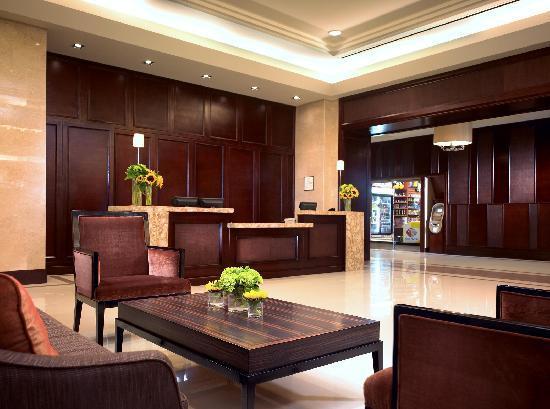 Sheraton Garden Grove - Anaheim South Hotel: Our beautiful Front Desk