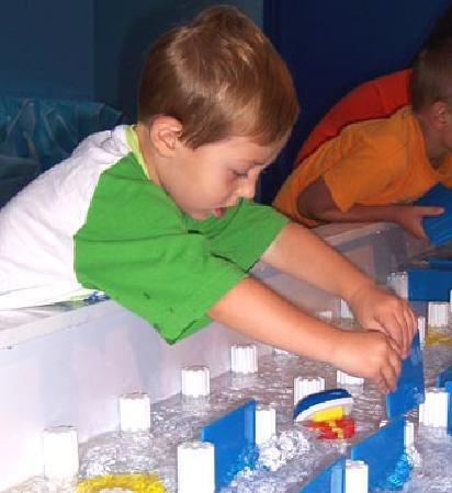 Great Lakes Children's Museum : At the Water Table