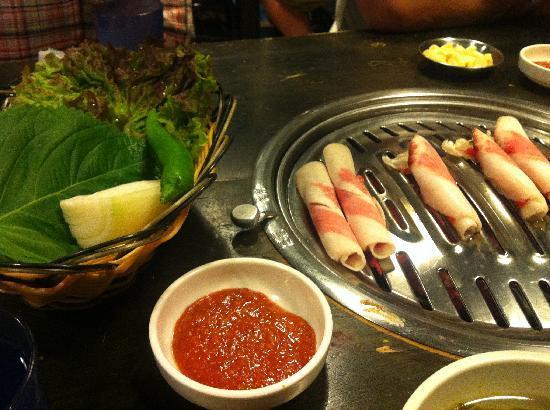 Oakwood Premier Coex Center: Delicious Korean BBQ restaurant just steps away from the Oakwood