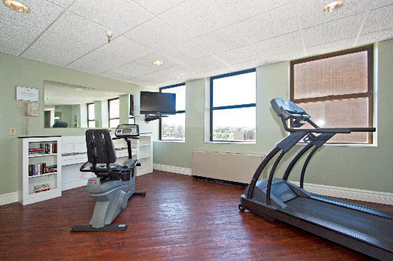 Bigelow Hotel and Residences, an Ascend Hotel Collection Member: Fitness Center and Book Exchange