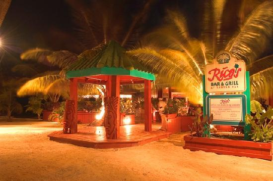 Banyan Bay Suites : Ricos Bar and Grill