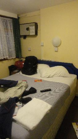 Annexe Hotel: room