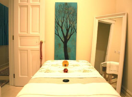 Ruby Room: Spa Treatment Room