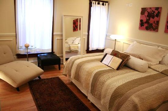 Ruby Room : Overnight Guest Room